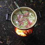 家族キャンプ、静岡県富士宮市にある富士山ふもとの「新富士オートキャンプ場」で飯ごう炊飯・豚汁鍋・バーベキューそしてバンガロー宿泊体験