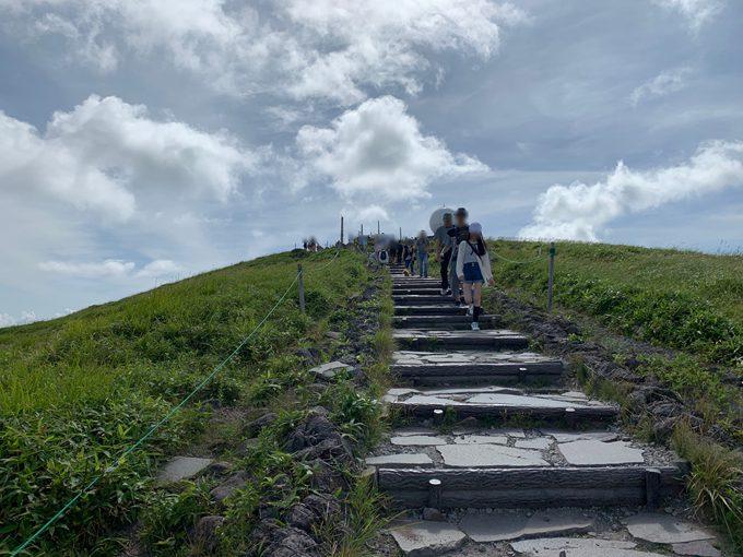車山高原山頂への道